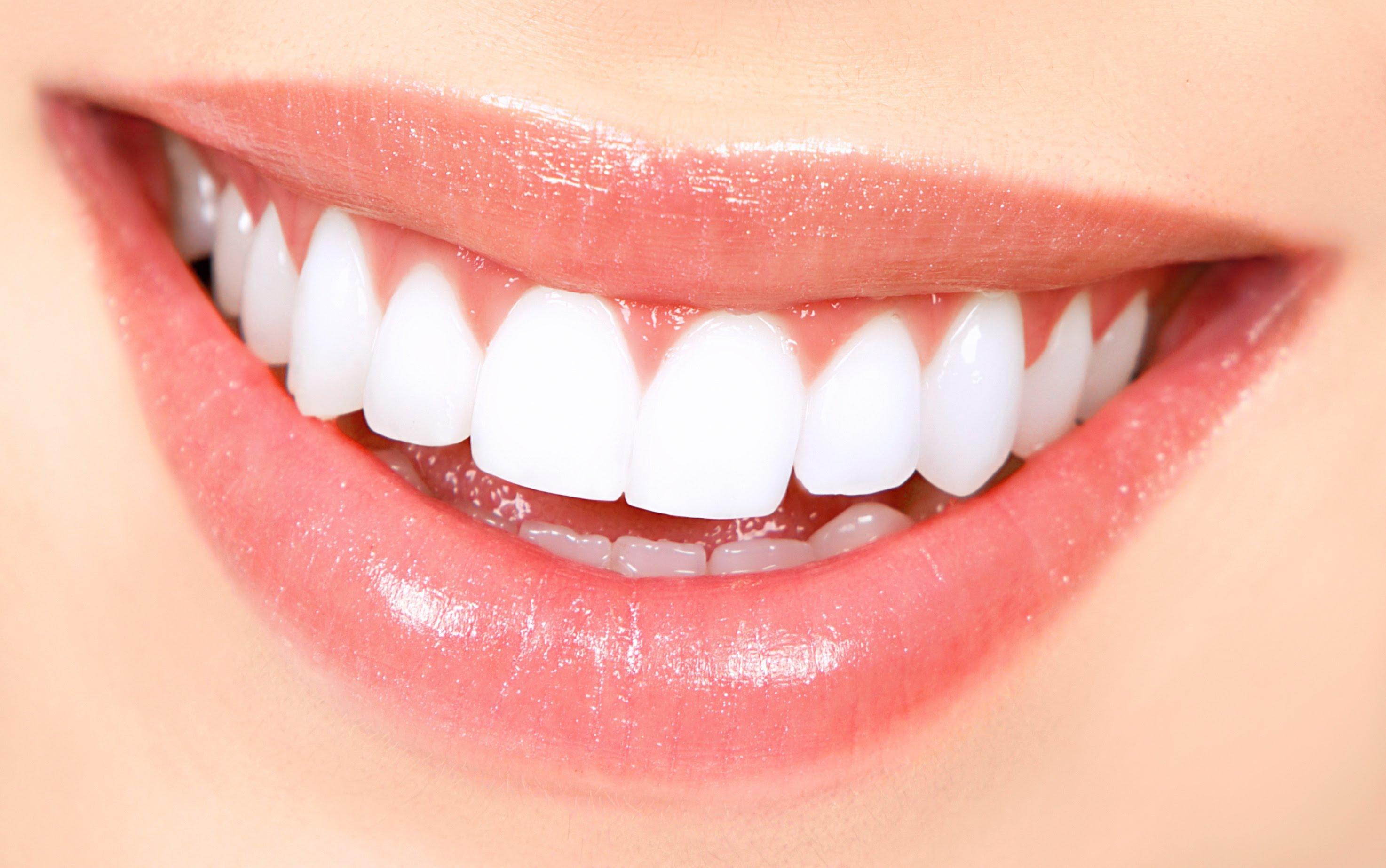ابتسامة لا تقاوم بخلطة بيكربونات الصوديوم مجلة بنات كيوت