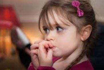 انتبهي .. هل طفلك يقضم أظافره