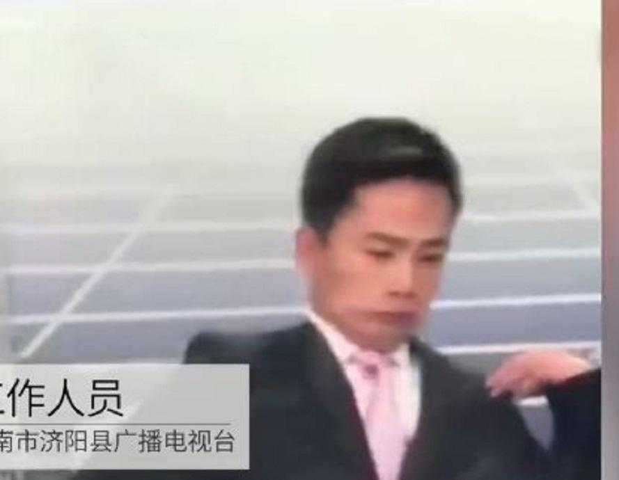 فيديو.. رد فعل مذيع فاجأته نحلة داخل الاستوديو