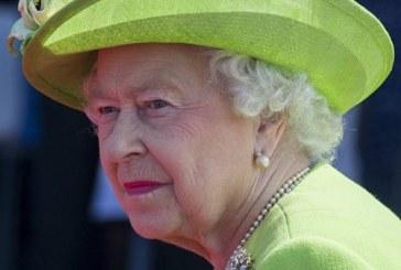 ملابس الملكة إليزابيث الداخلية تثير أزمة في بريطانيا