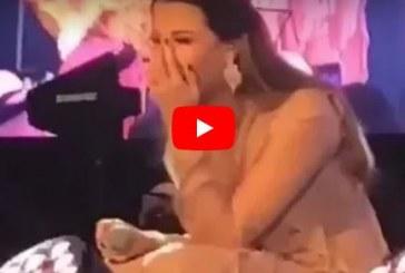 شاهد.. نانسي عجرم تحرج شاب كويتي بدين طلب منها أمرًا على المسرح