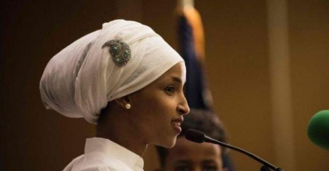 أول محجبة تدخل الكونغرس الأمريكي للدفاع عن حقوق المرأة