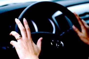 شاهد.. أول فنانة مصرية تقود سيارة في السعودية