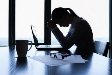 دراسة تحذر : النساء أكثر عرضة للإصابة بأمراض نفسية بسبب ضغط العمل