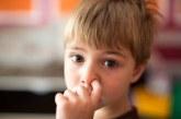 دراسة مقززة : أكل فضلات الأنف يعزز نظام المناعة